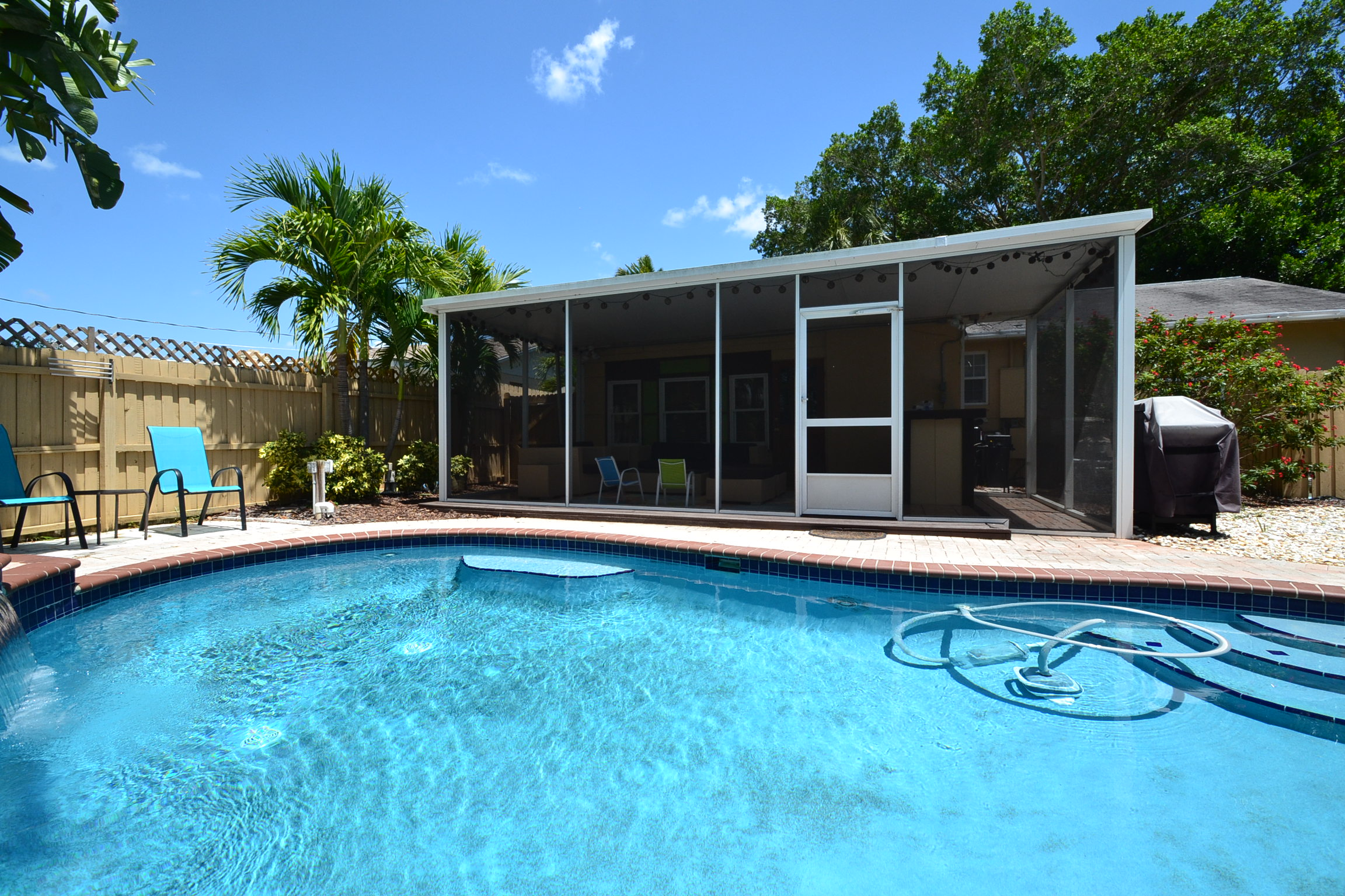 St pete beach pool house vacation rental for Building a florida room