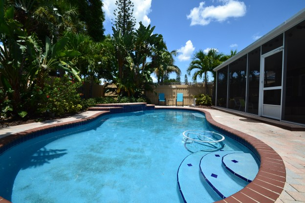 Beach community vacation rental witha pool
